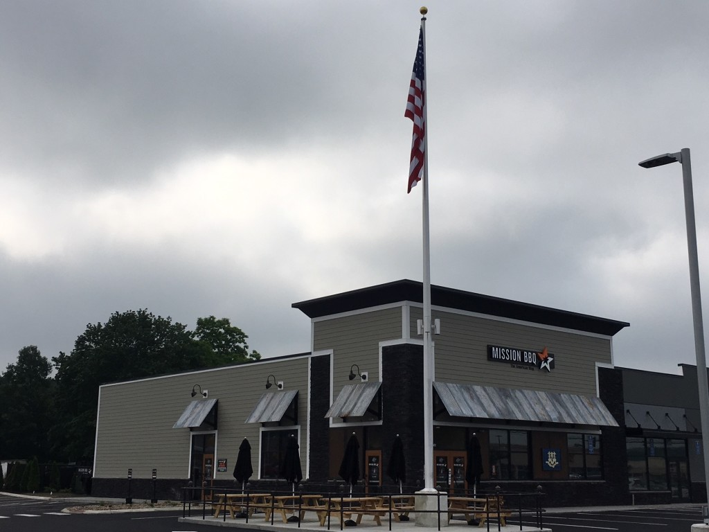 Barbecue Restaurant Opens at Southington Plaza